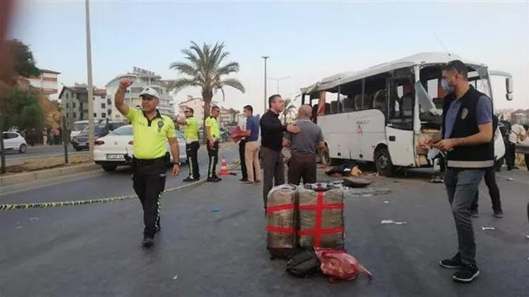 Antalya'da korkunç kaza! 2 kişi öldü, çok sayıda yaralı var