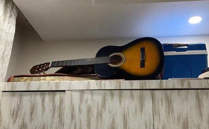 Gitarın içine gizli kamera yerleştirdi! Büyük tehlikeden kurtardı