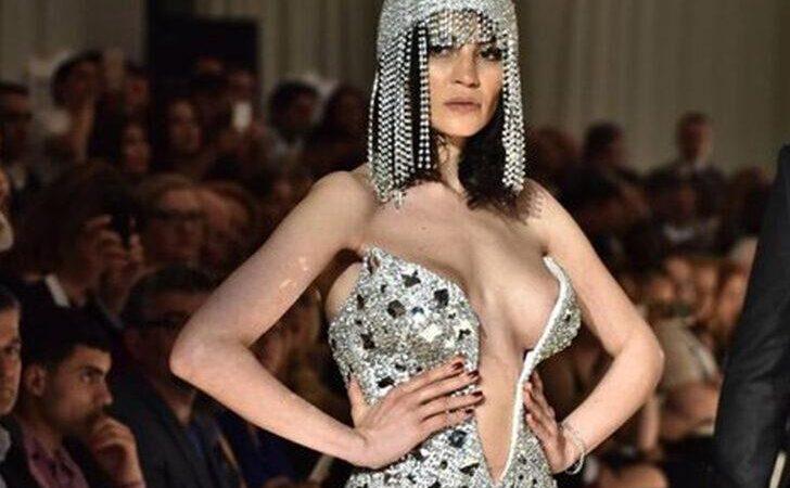 'Göğüslerimi küçülttüm silikonları çıkarttırdım'