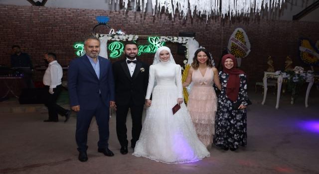 Bursa Büyükşehir Belediye Başkanı Aktaş, 11 yıl önce koltuğunu temsili devrettiği gencin nikahını kıydı