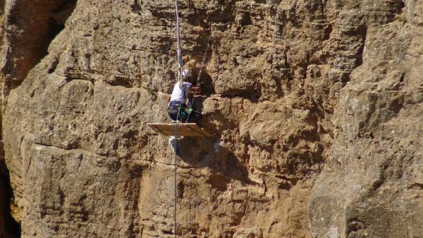 Bal için tehlikeli tırmanış