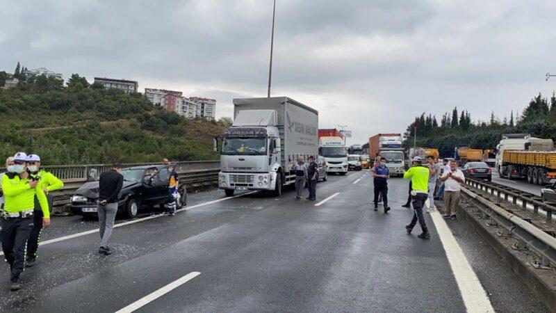 TEM'de zincirleme kaza: İstanbul yönü kapandı