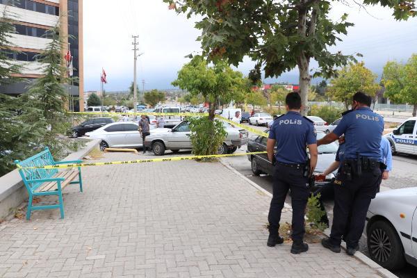 Hastane önünde doktora bıçaklı saldırı