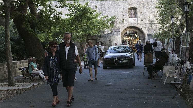 Yunanistan önlemleri artırdı! Kapalı mekanlarda yeni kısıtlamalar