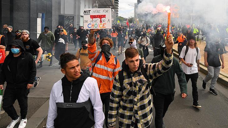 Avustralya'da aşı karşıtlarının gösterisinde yüzlerce gözaltı