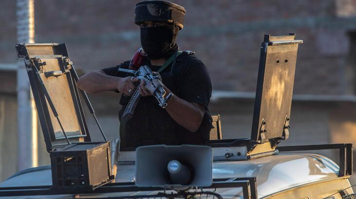 Avukat kılığına giren silahlı saldırganlar, mahkemede gangsteri öldürdü