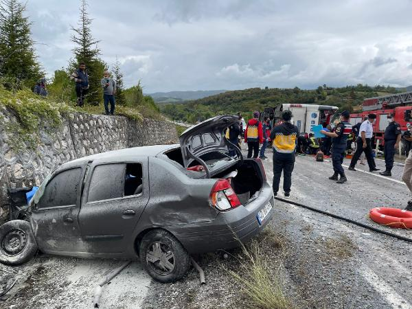 Yolcu otobüsü kaza yaptı: 3 ölü