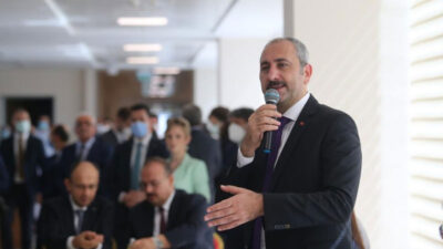 Adalet Bakanı Bursa'da! 'Yargıda sözleşmeli personel' değerlendirmesi