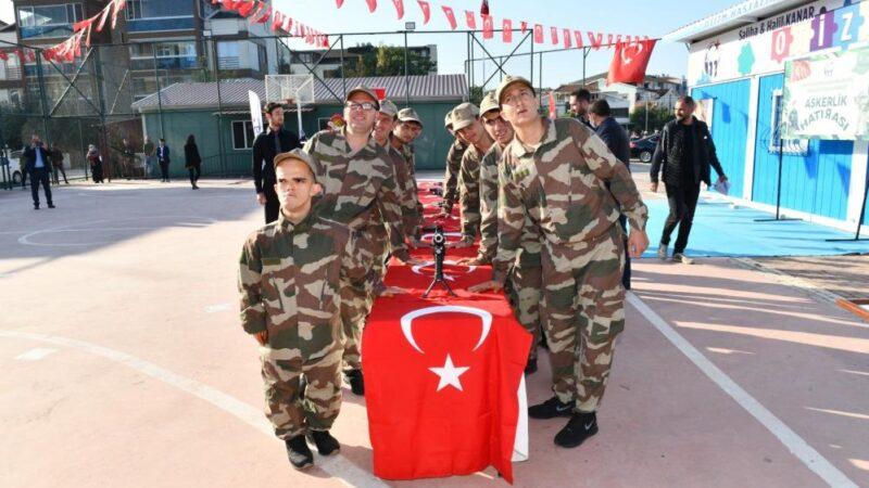 Bursa'da engelliler çakı gibi asker oldu