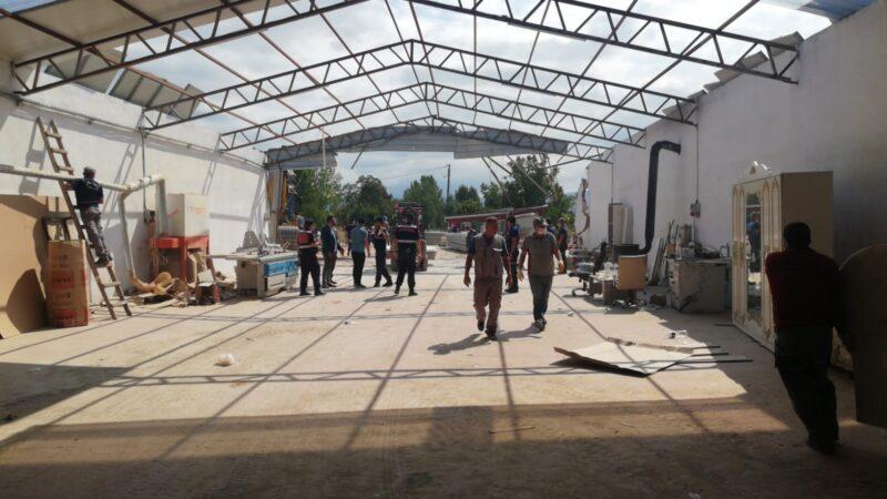 Bursa'da kaçak fabrika binası yıkıldı