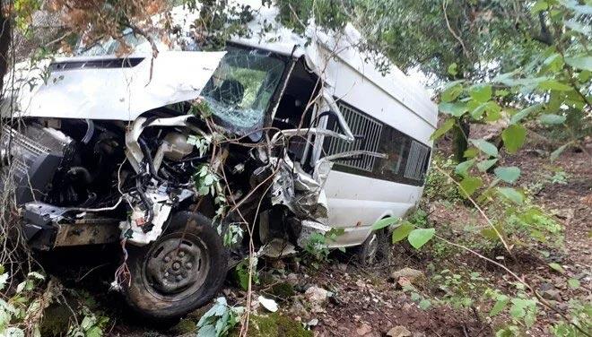 Okul servisi dereye uçtu: 8 öğrenci yaralı