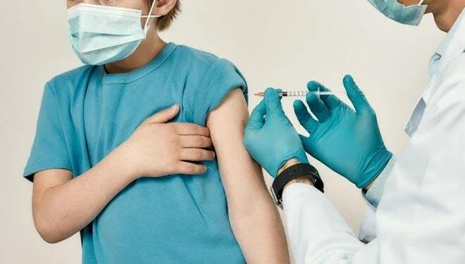 Şili'de Covid-19 aşı yaşı 6'ya düştü
