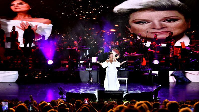 Sibel Can, şarkılarını Zeki Müren için söyledi