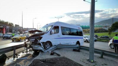 Bursa'da servis aracı kaza yaptı: Çok sayıda yaralı var