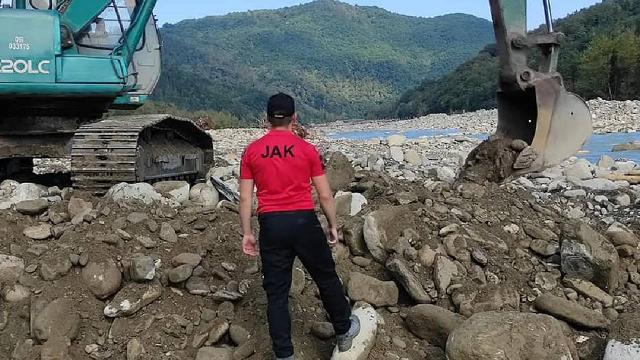 Sel felaketinde kaybolan 6 kişiyi arama çalışmaları sürüyor
