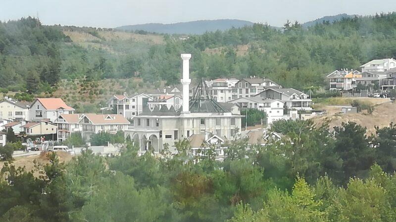 Bursa'da beşik gibi sallanan minareyi söktüler