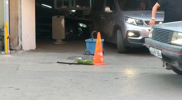 Bursa'da dengesini kaybeden adam 3. kattan böyle düştü