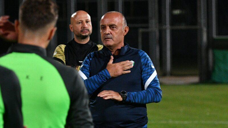 Bursaspor'un yeni teknik direktörü Özcan Bizati ilk idmanına çıktı