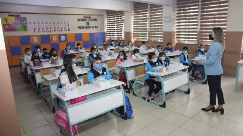 Bursa'da ilk ders zili çaldı! Kaç öğrenci eğitime başladı?
