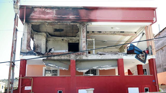 Doğalgaz patlaması binayı harabeye çevirdi: 6 yaralı