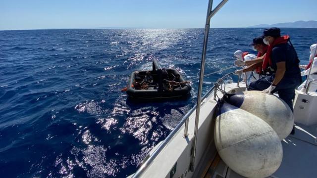 Yunanistan'ın ölüme terk ettiği 8 sığınmacı kurtarıldı