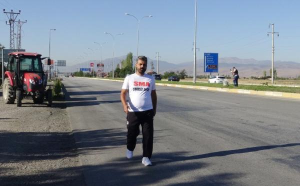SMA hastalarına destek için Ankara'ya yürüyor