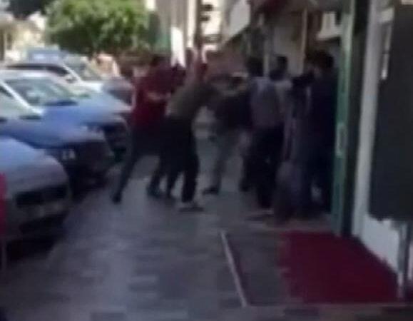 Bursa'da müşteri kavgası! Tekmeler havada uçuştu…
