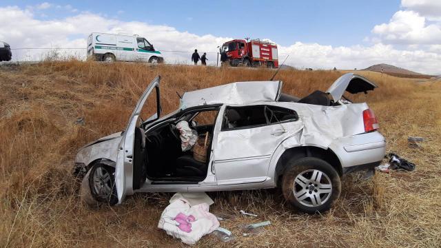 Otomobil devrildi: 1 ölü, 2 yaralı