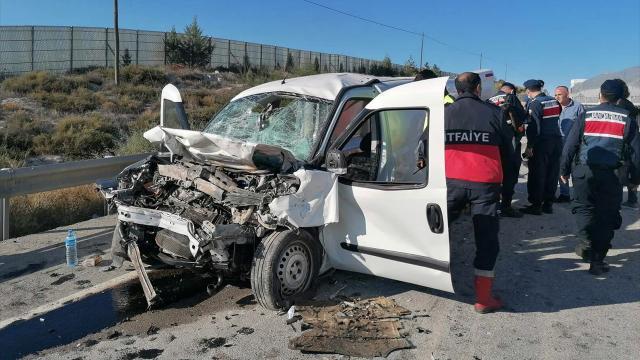 Feci kaza: 2 ölü, 2 yaralı