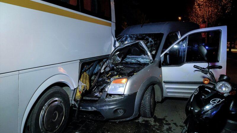 Bursa'da feci kaza! Kontrolden çıkan otomobil…