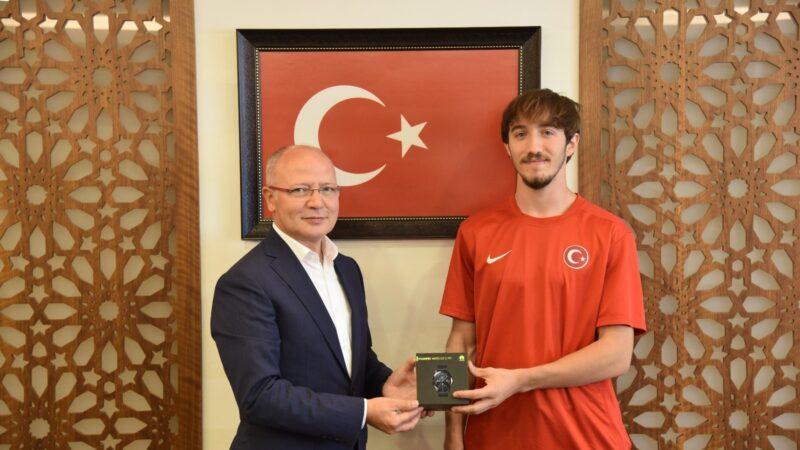 Madalyalı atletten Gürkan'a ziyaret