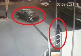 Bursa'da polisten kaçan 2 kişi genç kadına çarptı
