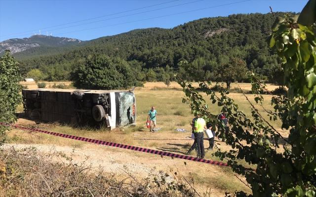 Otobüs ile öğrenci servisi çarpıştı: Ölü ve yaralılar var