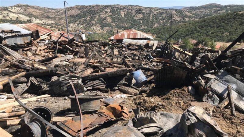 Yangın faciası: 8 ev, 7 samanlık ve 2 ahır kullanılamaz hale geldi