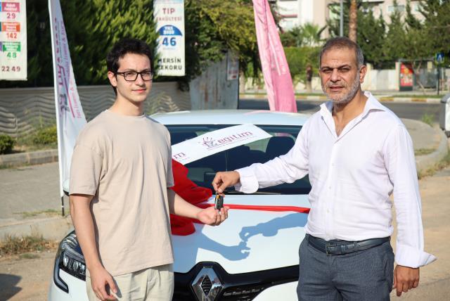 YKS'de ilk 5'e giren öğrencilere otomobil sürprizi
