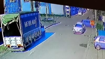 Bursa'da iki otomobil çarpıştı! O anlar kamerada
