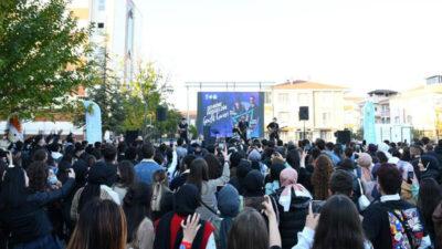 İnegöl'de üniversite öğrencileri hoş geldin konseri ile coştu