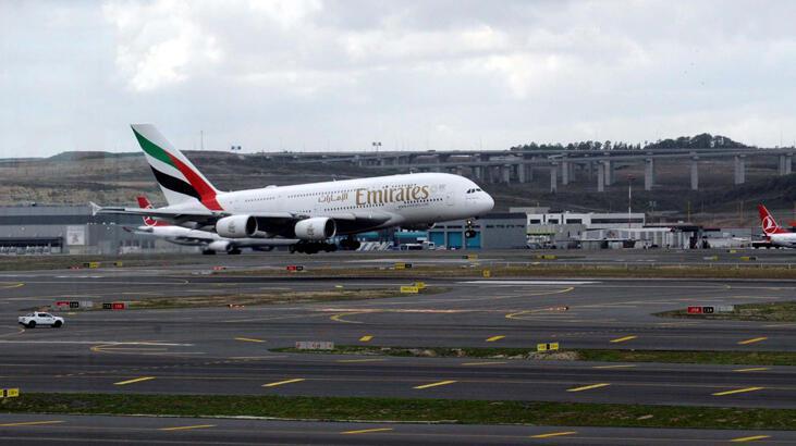 Dünyanın en büyük uçağı İstanbul'a ilk yolcularını taşıdı