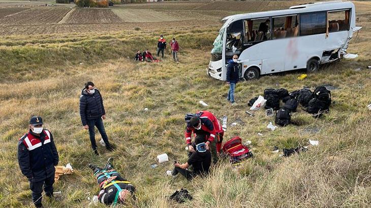 Polis servisinin devrilmesi sonucu 12 polis yaralandı