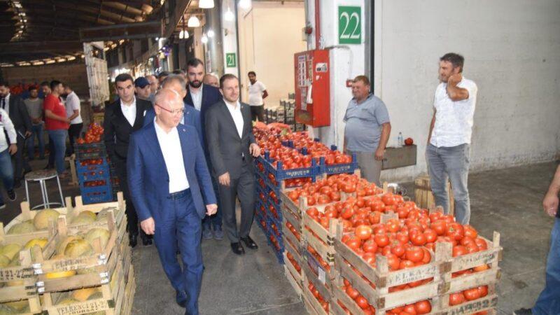 AK Parti her alanda üreticinin yanında