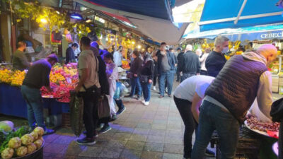 Bursalılar pazarlara akın etti