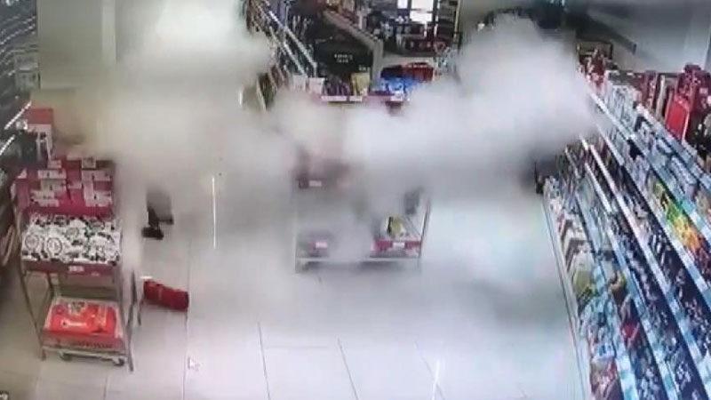 Bursa'da markette panik anları! Her yer toz bulutuyla kaplandı