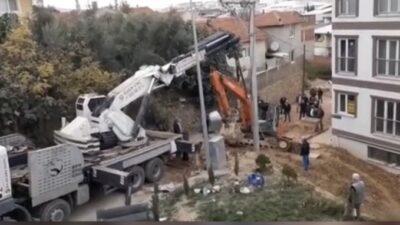 Bursa'da kepçe kendi kazdığı kuyuya düştü!