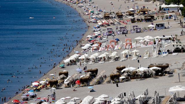 Antalya sahillerinde yaz manzarası