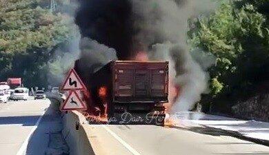 Bursa'da kaza yapan tır böyle patladı