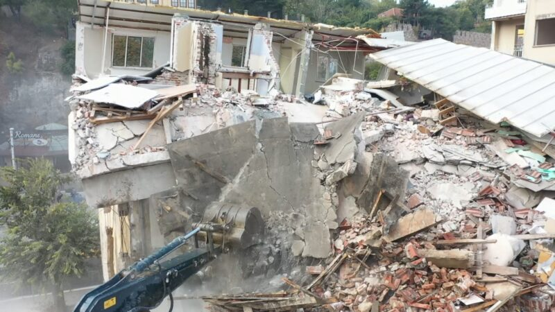 Bursa'nın tarihini gölgeleyen binaların yıkımı drone ile görüntülendi