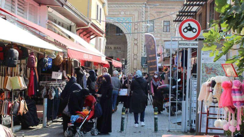 Bursalılar çarşıya akın etti