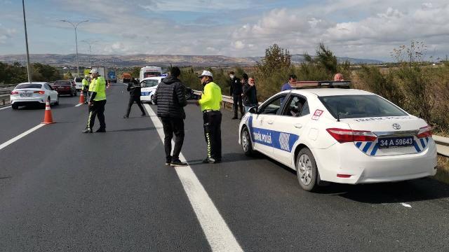 Kaza tutanağı hazırlanırken kamyonun altında kalan doktor öldü