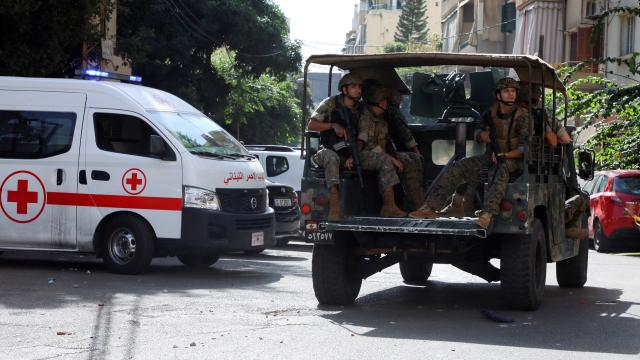 Beyrut'ta patlama sesleri! Asker sokağa indi