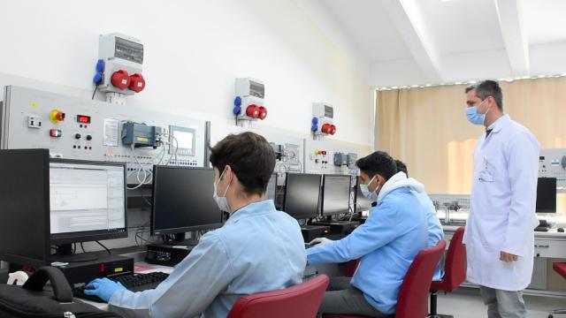 Bursa'da meslek liseliler atölyelerinde insansız fabrika deneyimi yaşıyor